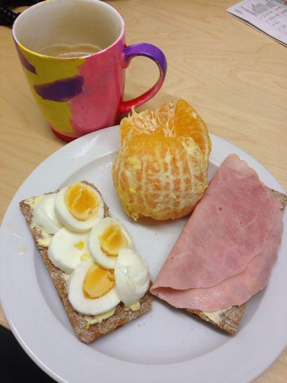 Mack- och fruktfrukost på jobbet